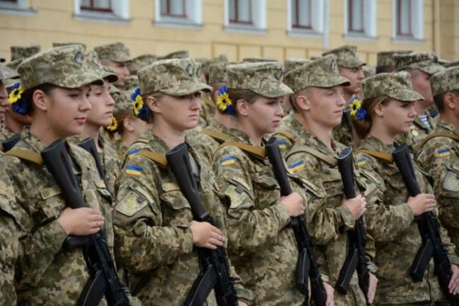 Девушки в Украине смогут обучаться в военных лицеях