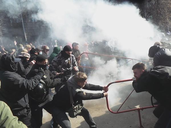 Столкновения в Черкассах: количество пострадавших полицейских увеличилось до 22
