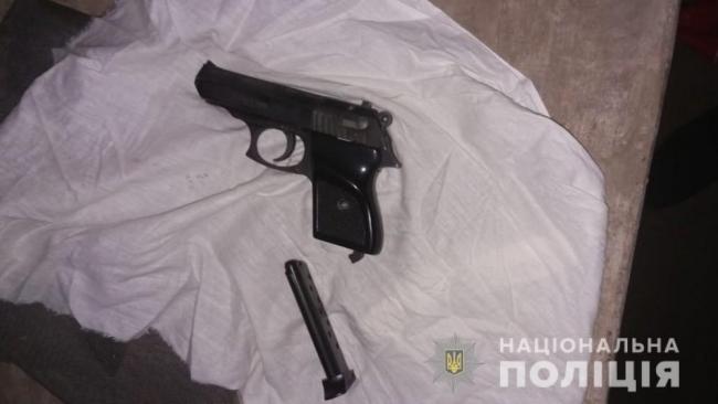 Полиция изъяла у измаильчан наркотики, оружие и краденое ювелирное украшение
