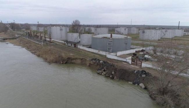 В районе Ренийской нефтебазы обвалился кусок дунайского берега, река грозит затопить автотрассу Рени–Измаил