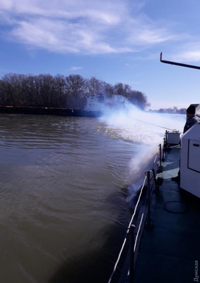 На украинском участке Дуная село на мель судно с грузом минеральных удобрений