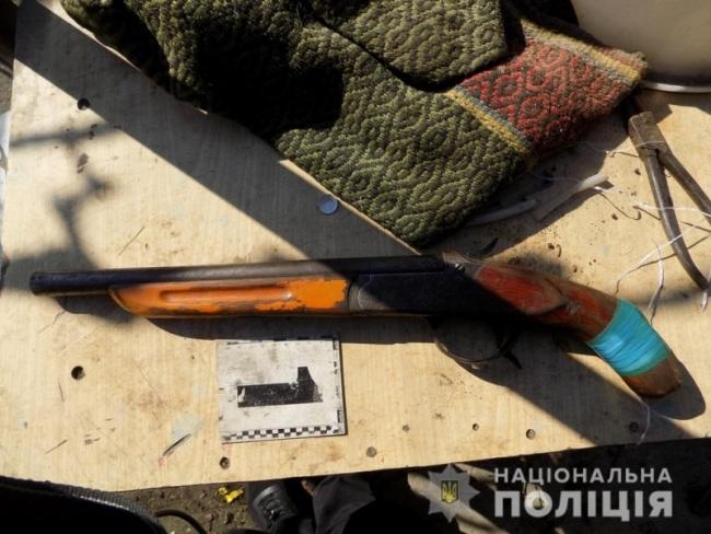 Измаильские полицейские разоблачили пенсионера, который незаконно хранил обрез охотничьего ружья и марихуану