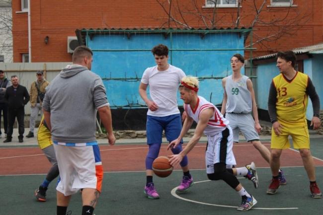 Стартовал чемпионат города по баскетболу среди мужских команд