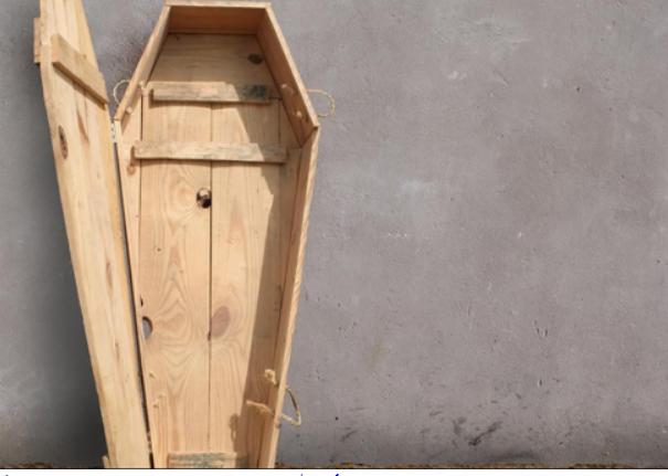 Беженец притворился покойником, чтобы попасть в Британию