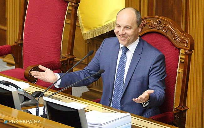 """Парубий подписал """"языковой закон"""""""