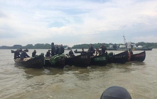 Рыбаки из Вилково в знак протеста перекрыли лодками Дунай