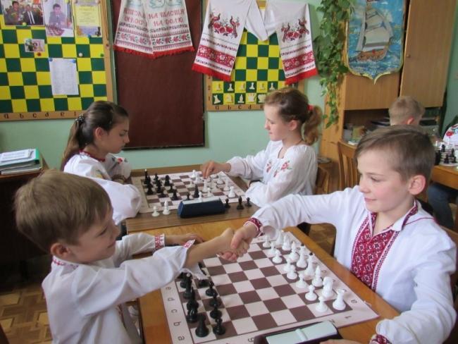 Шахматы и вышиванки: одно другому не мешает!
