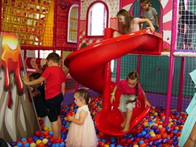 """Грандиозное открытие лета: семейный парк развлечений """"Детский мир""""!"""