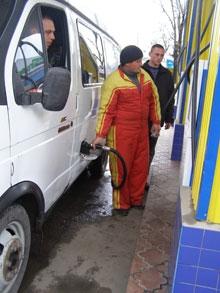 Бензин устремился ввысь