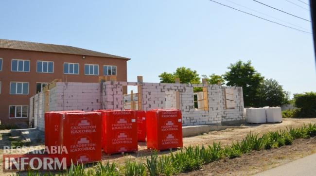 В Лесках продолжается строительство амбулатории