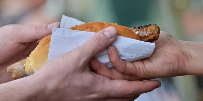Медики предупредили об опасности уличной еды