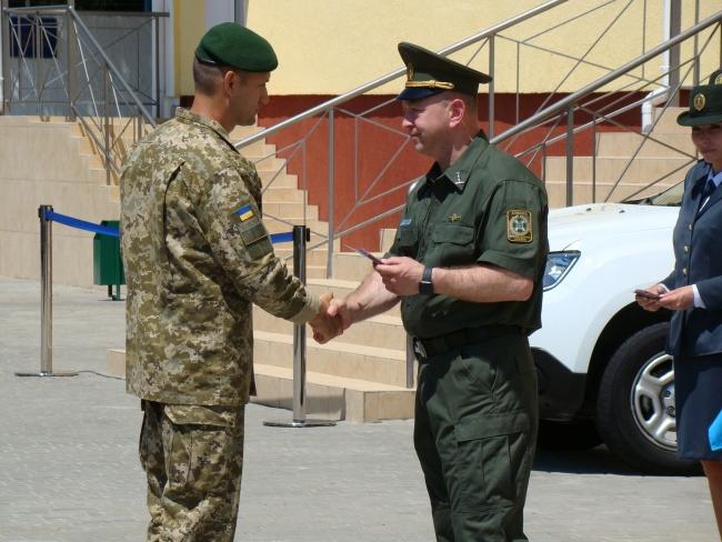 Новоназначенный глава ГПСУ торжественно вручил ренийским пограничникам ключи от двадцати двух квартир