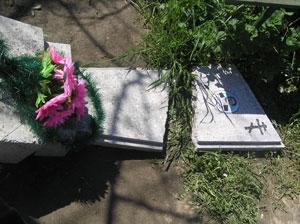 Вандалы разрушили 52 надгробных памятника