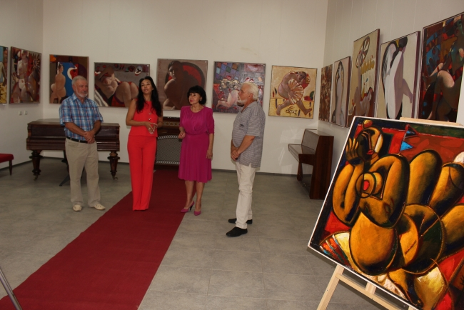 Картины с красавицами ню на выставке Николая Прокопенко в Измаиле