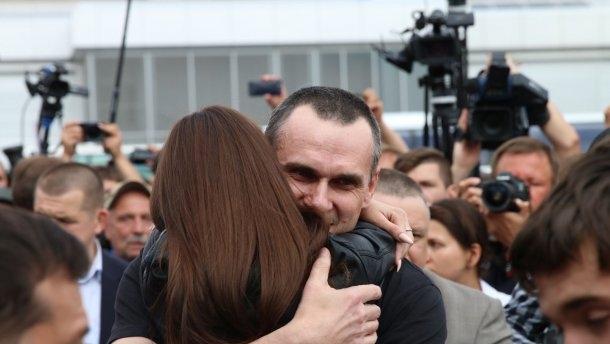 Трогательная встреча освобожденных из плена украинцев