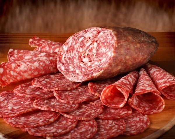 В ЕС пять человек погибло после съеденной колбасы и еще 20 заразилось опасной инфекцией