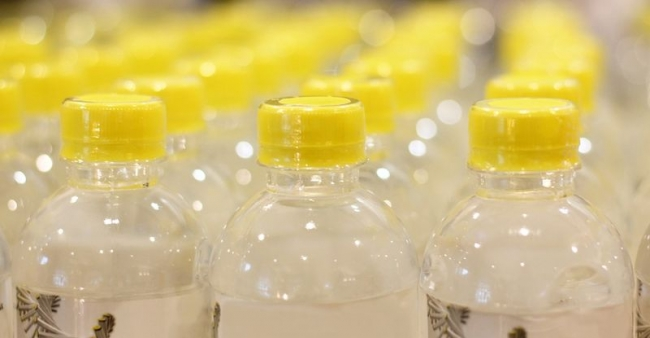 Медики рассказали, почему нельзя повторно наполнять пластиковые бутылки