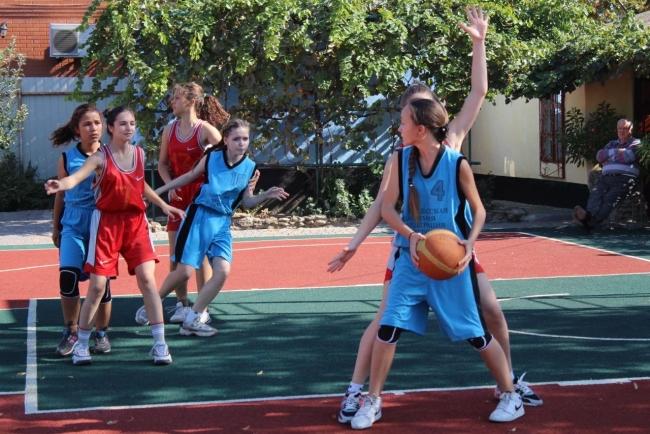 Впервые в школьной спартакиаде играют в баскетбол 3х3. Результаты состязаний
