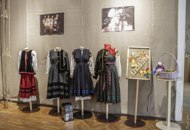 Одесский музей представил коллекцию болгарских национальных костюмов из села Городнее