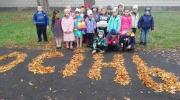 Осенняя встреча в школьном дворе