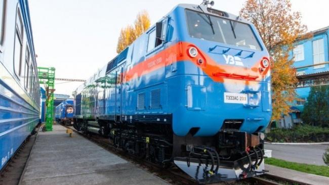 Под Киевом загорелся локомотив, который вез больше сотни пассажиров