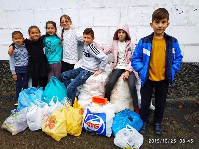 Ученики Килийской третьей накормили ПластикоЖуя Оззи