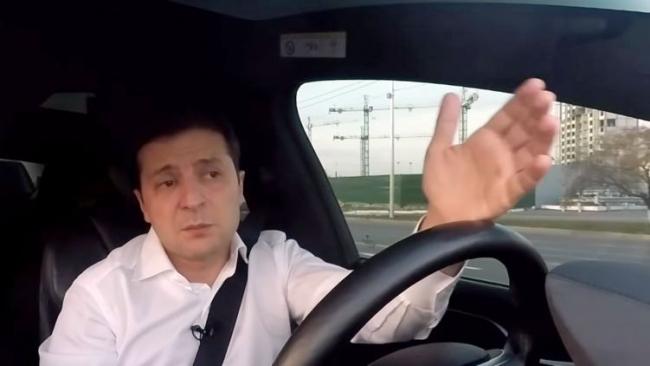 Армия, мова, Тесла. О чем говорил Зеленский в новом видеоблоге за рулем