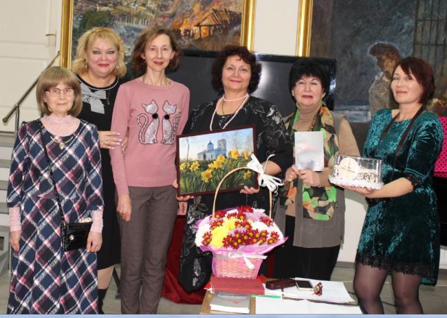 Марина Копаной собрала друзей на вечер поэзии