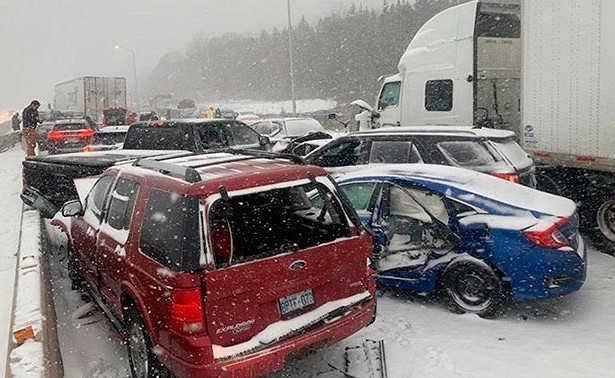 Смертельная стихия: в Канаде из-за снега столкнулось 40 авто, есть погибшие и пострадавшие