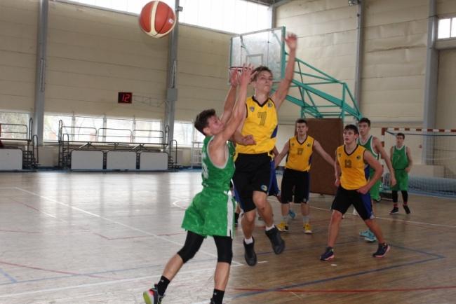 Наши баскетболисты успевают везде и всюду!