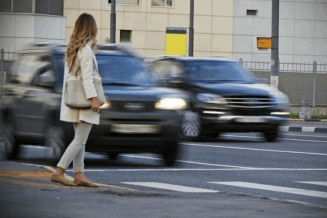 Попал под машину – плати: пешеходов заставят оплачивать ремонт авто, которое их сбило