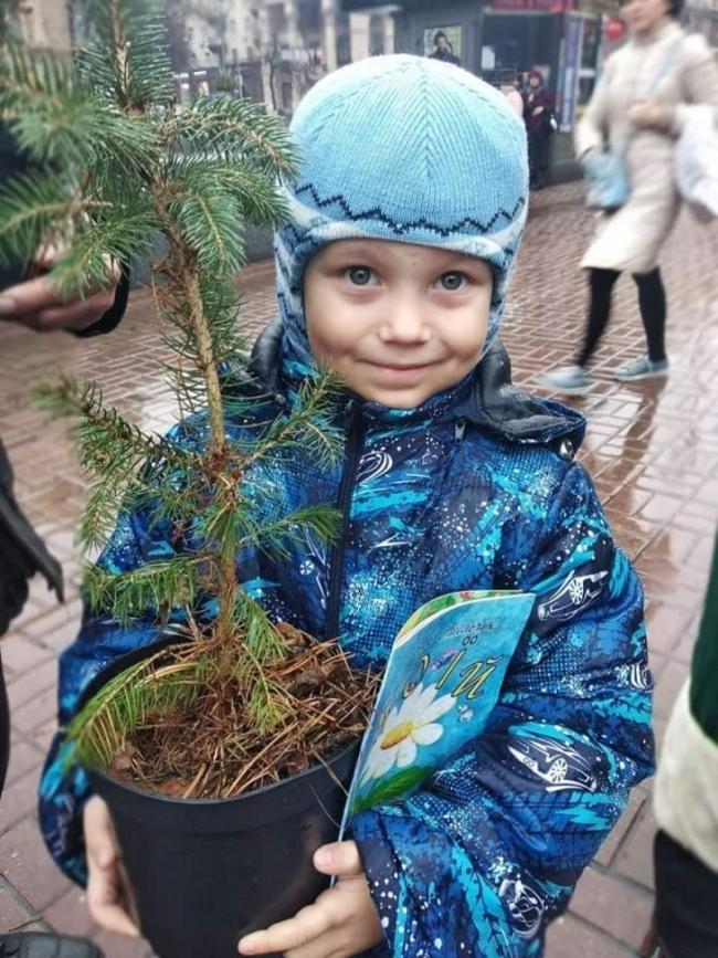 Измаильчане на киевском параде эко-Дедов Морозов и Снегурочек