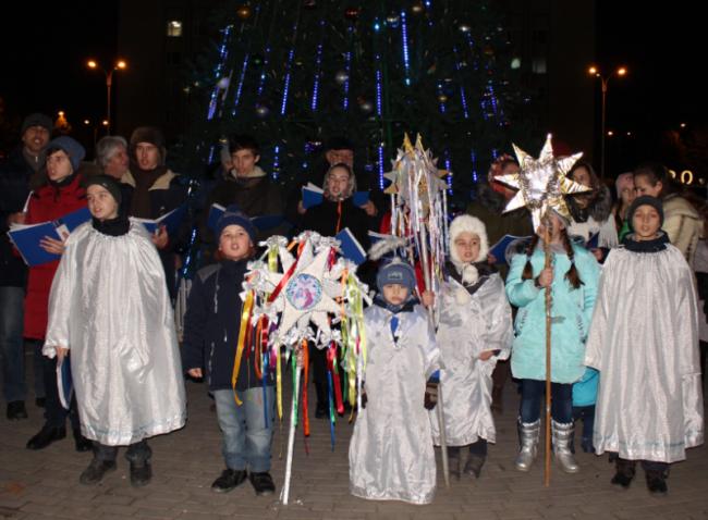«Рождественский экспресс» снова поднимал настроение горожанам в разных частях города