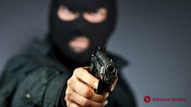 В Одесской области вооруженные преступники ограбили ювелирный магазин