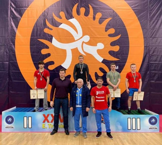 Украинский борец Сулимов сенсационно победил чемпиона мира из Армении