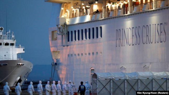 На круизном лайнере Diamond Princess коронавирус выявлен уже у 355 человек