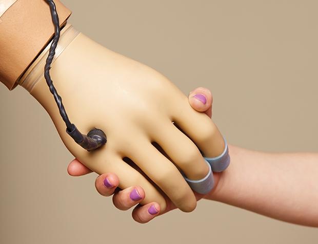 Ученые сделали прорыв в протезировании человеческих рук