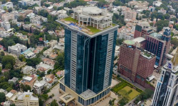 Индийский олигарх пожелал уединения в мегаполисе и построил особняк на вершине небоскреба