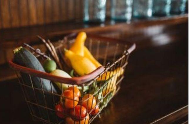 """Первые результаты карантина: сеть магазинов """"АТБ"""" анонсировала рост цен на продукты из """"борщевого набора"""""""