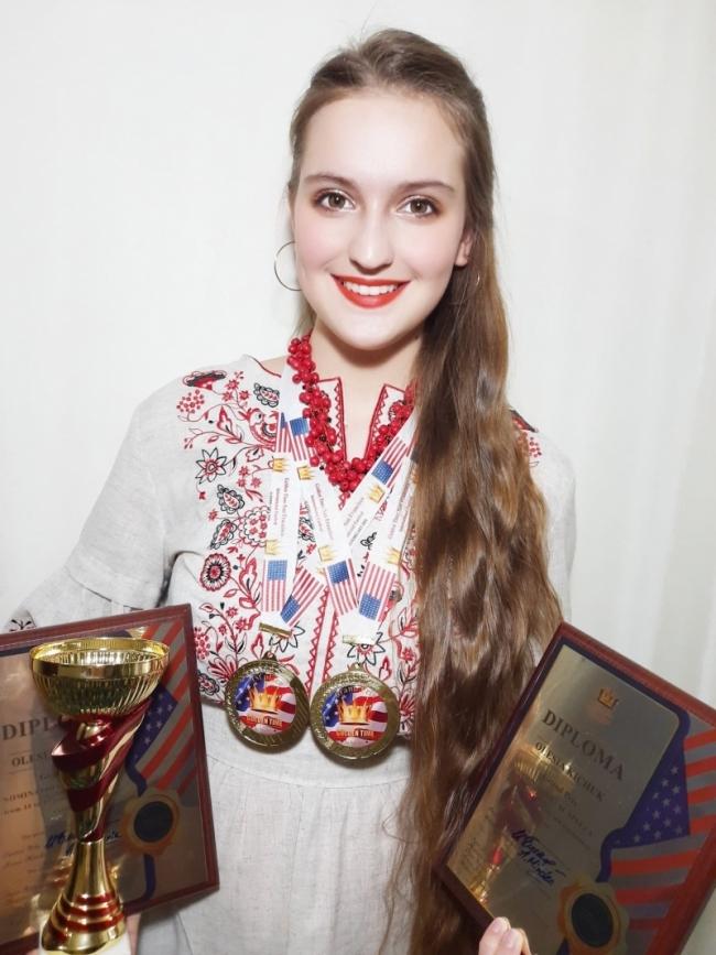 Кубок за три гран-при «добирался» до своей обладательницы - Олеси Кичук - через несколько континентов.