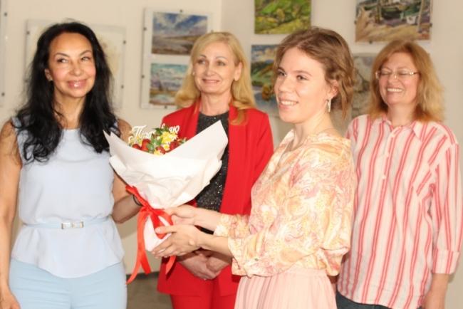 Выставка живописи и мастер-классы в Картинной галерее - сначала для журналистов, а через них - для всего города