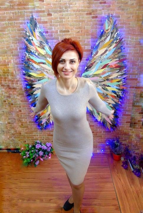 Крылья на стене, как крылья за спиной...