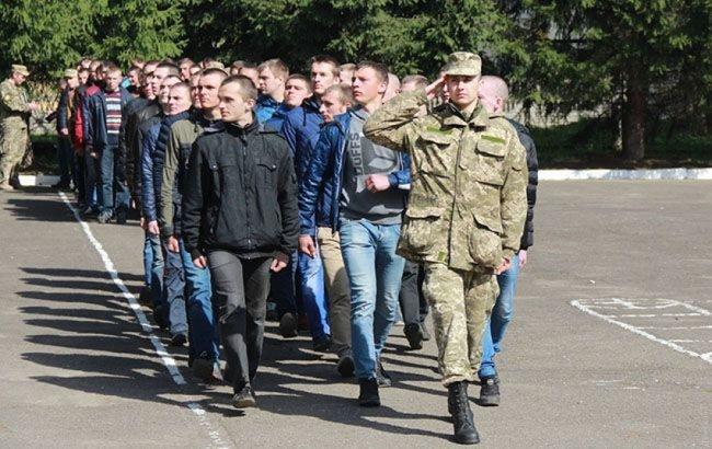 В Украине возобновился весенний призыв: 500 офицеров запаса отправят на переподготовку, а 18-летние будут служить только по согласию