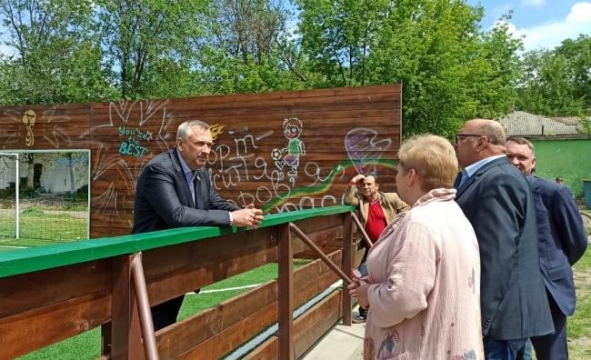 Первый зампред Одесского облсовета проинспектировал новые спортплощадки в ренийских школах