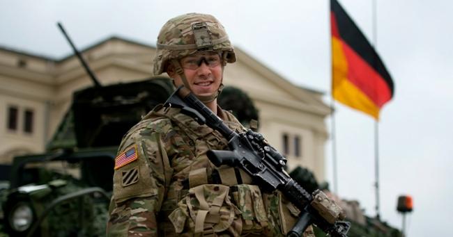 США сокращают военный контингент в Германии из-за поддержки России Берлином