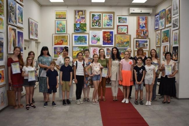 Юные творцы получили свои заслуженные награды за выставку-конкурс