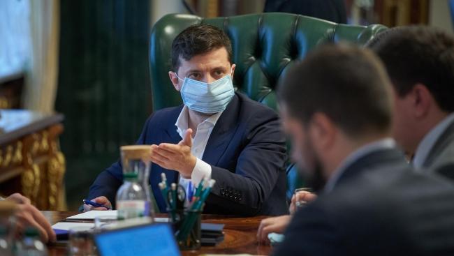 """Зеленский провел срочное совещание по борьбе с """"рекордами"""" коронавируса"""