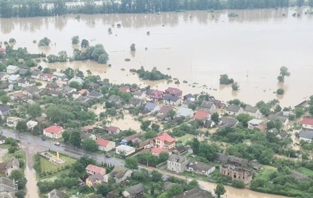 Британия выделила 100 тыс. фунтов на помощь пострадавшим от наводнений в Украине