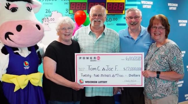 Два друга решили поделить деньги, если один из них выиграет в лотерею. 28 лет спустя они стали миллионерами