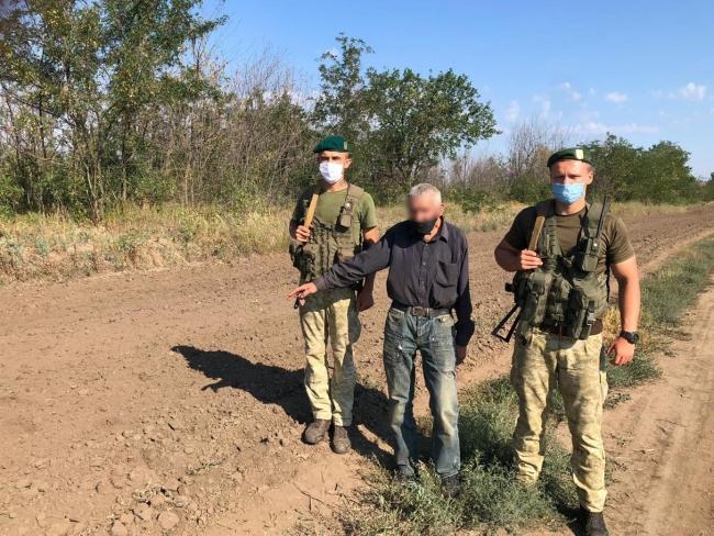 По слідах, залишених на контрольно-слідовій смузі, прикордонники затримали порушника з Молдови